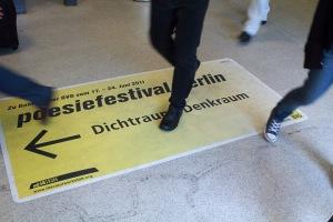 Auf dem Weg zum Dichtraum, Denkraum im U-Bahnhof Brandenburger Tor. Foto: gezett